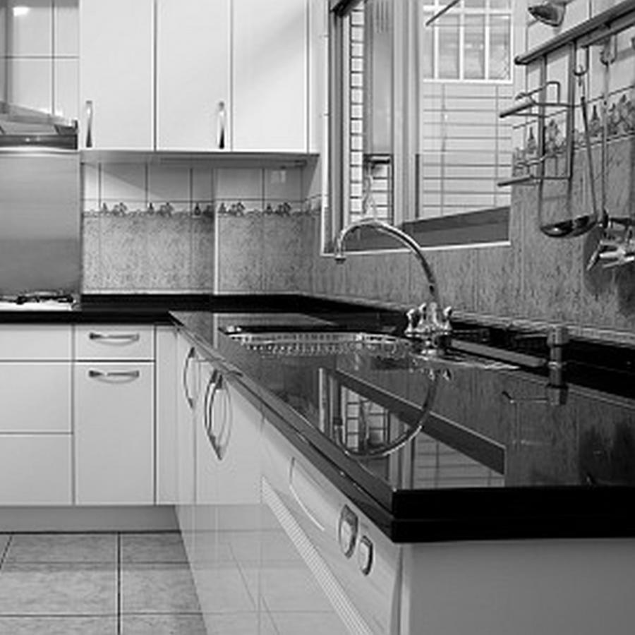 Black counter kitchen photo silestone for Silestone cost per square foot