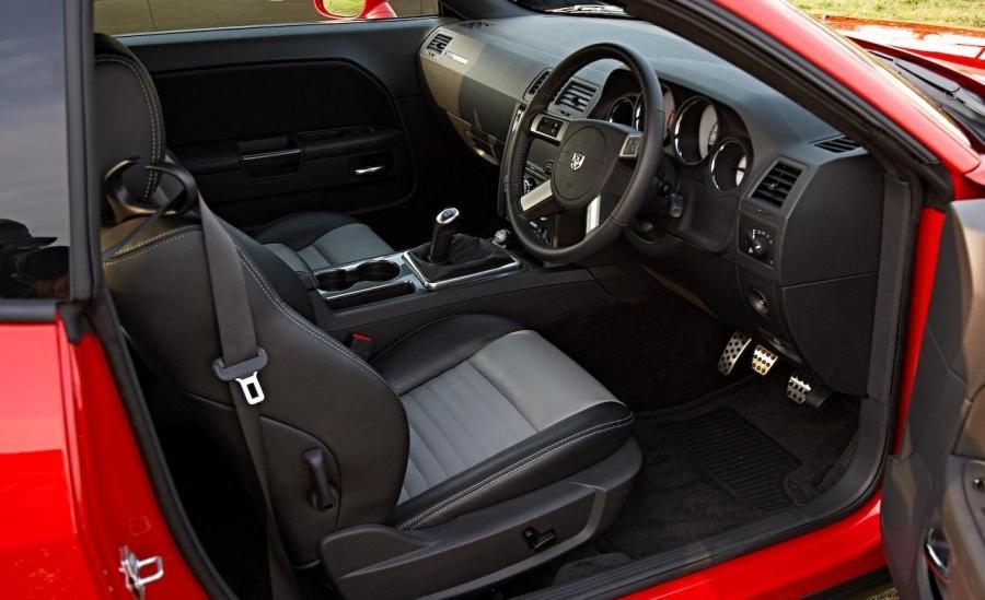2009 Dodge Challenger Interior Photos