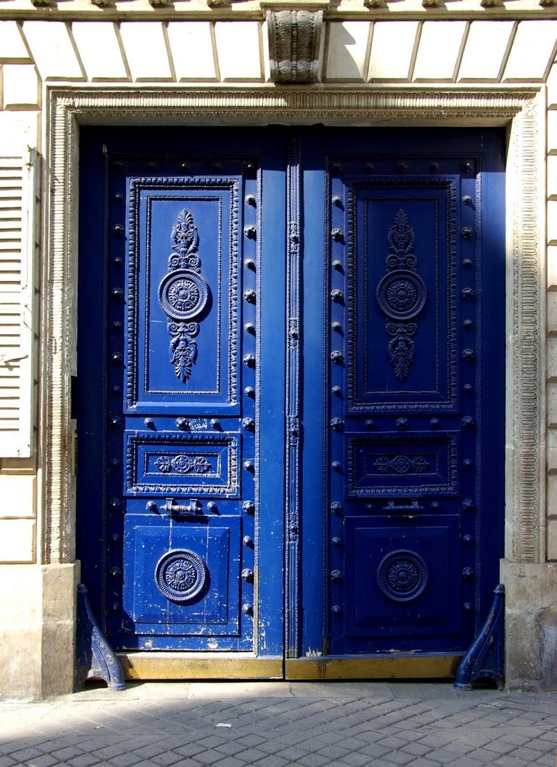 This is another blue door that would look amazing beach-front, it...