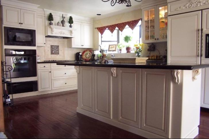 Small kitchen renovations before and after photos for Small kitchen remodel before and after