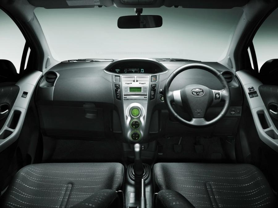 Toyota Yaris 2010 Interior Photos