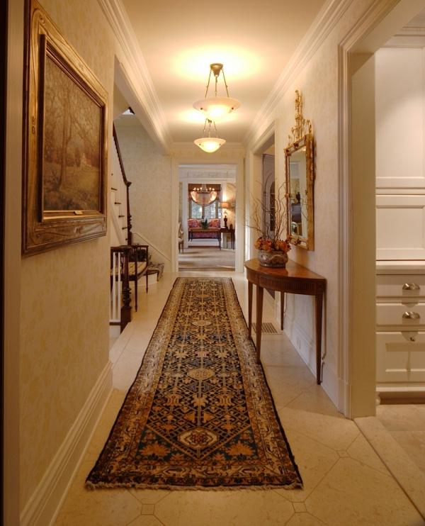 Hallway Decorating Ideas For Big Houses: Hanging Family Photos Hallway