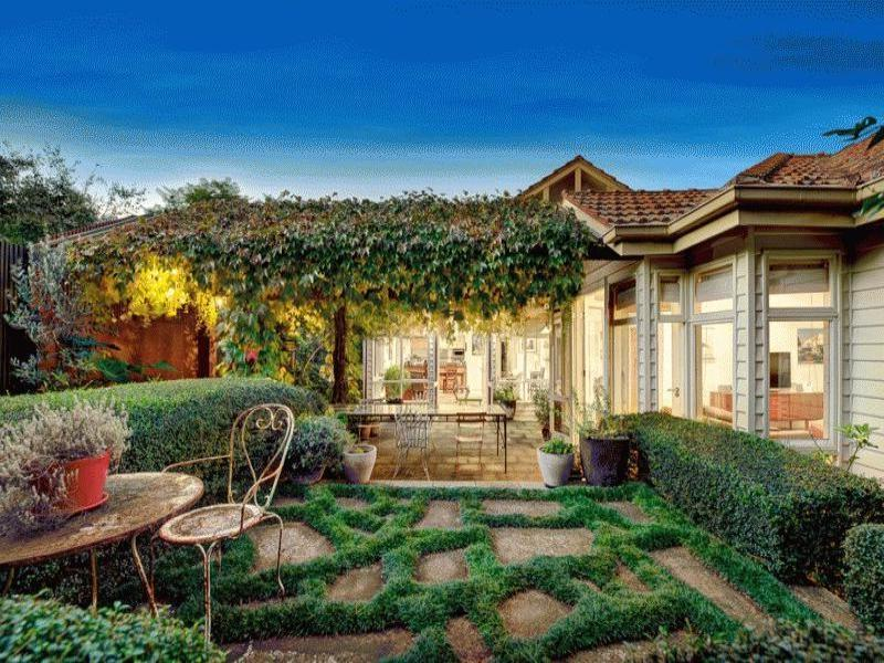 Australian native cottage garden photos for Rural garden designs australia