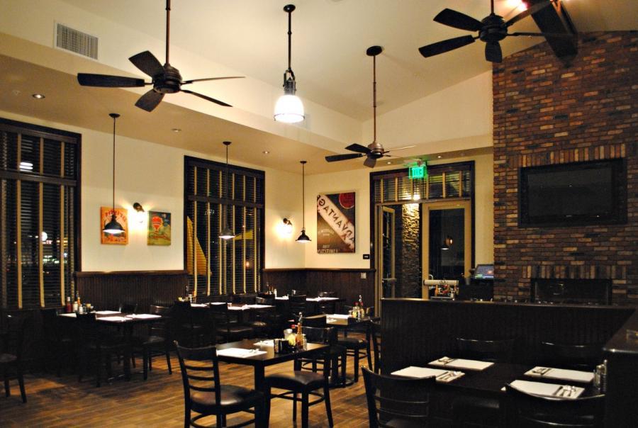 Photo desain interior cafe for Classic cafe interior designs