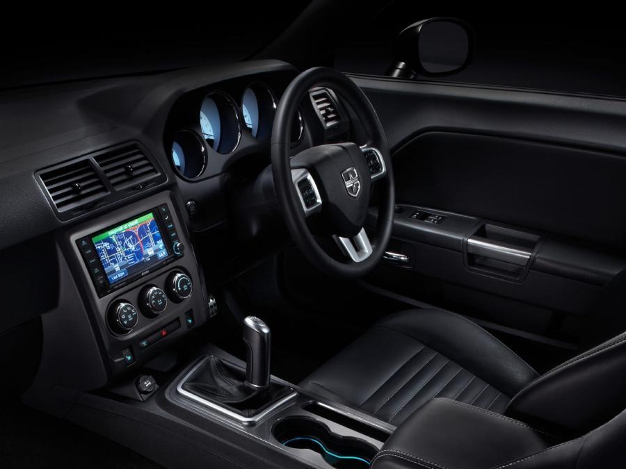 2011 dodge challenger interior