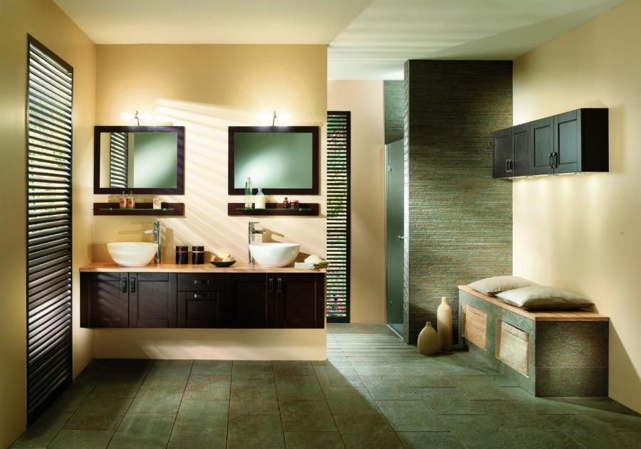 Jungle bathroom decor