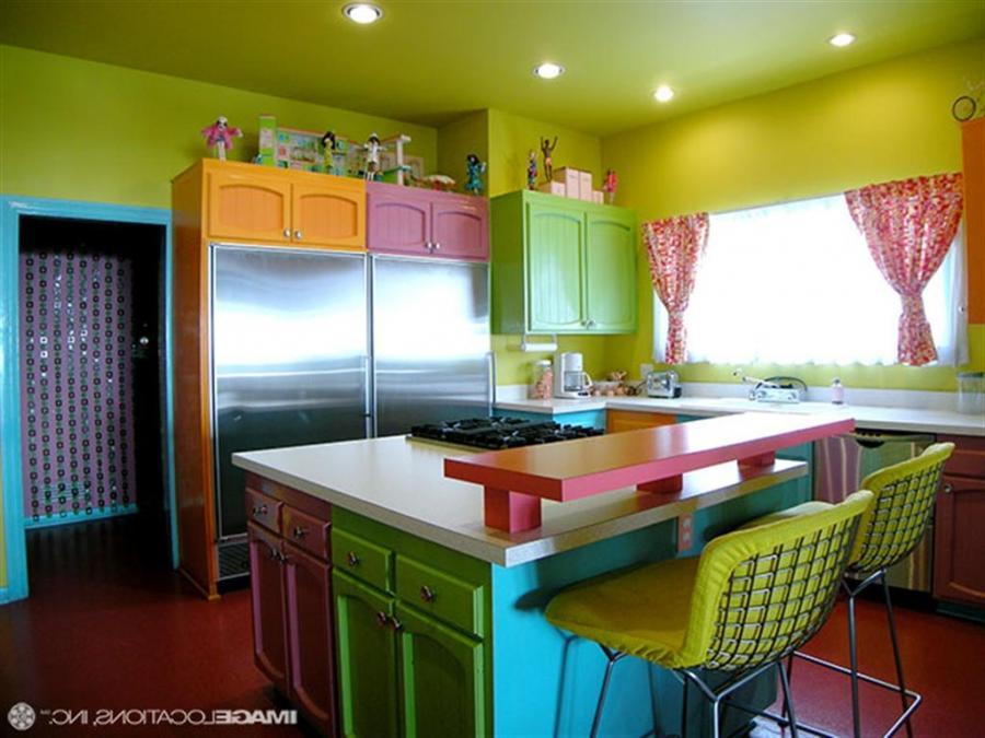 Дизайн кухни яркий фото