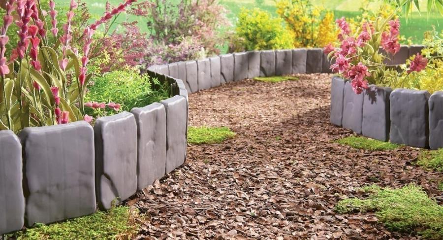 Interlocking Brick Concrete Curbing Backyard Landscape Photo