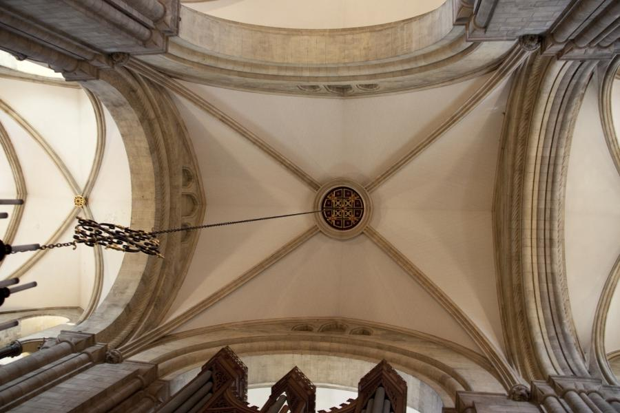 File:Chichester Cathedral Ceiling 2 (5696109097).jpg