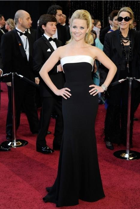 Reese Witherspoon at Oscars 2011 Red Carpet