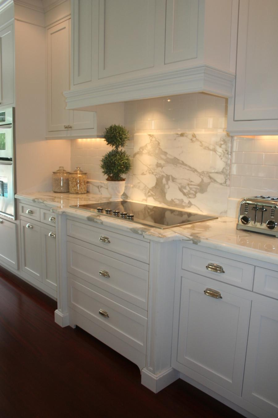 White marble kitchen photos