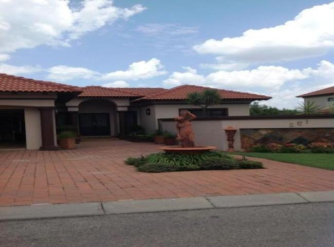 Eagle Canyon Golf Estate u2013 4 Bedroom single storey Tuscan...