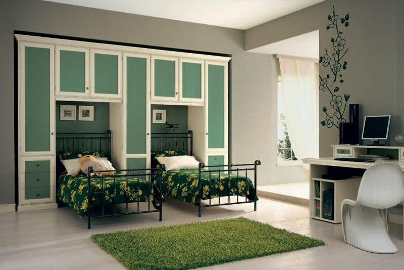Fresh Green Bedroom Theme In Classic Victorian Style