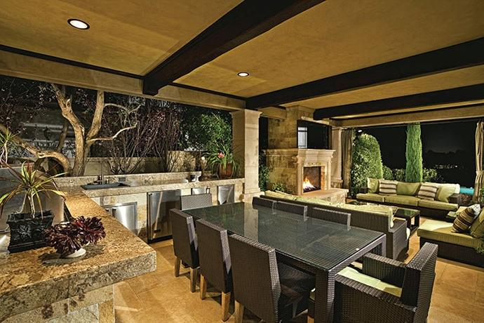 Photos of luxury outdoor kitchens for Luxury outdoor kitchen