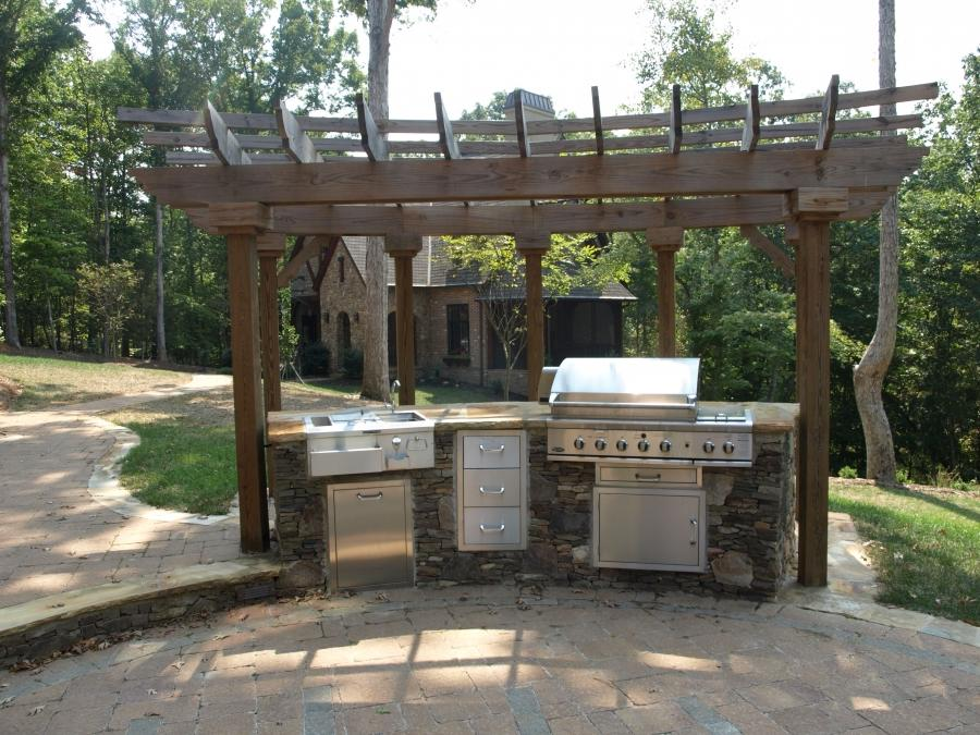 Outdoor kitchens patios photos for Traditional outdoor kitchen designs