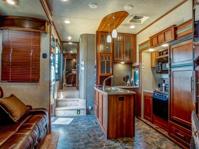 Luxury Fifth Wheel >> Fifth wheels and interior photos
