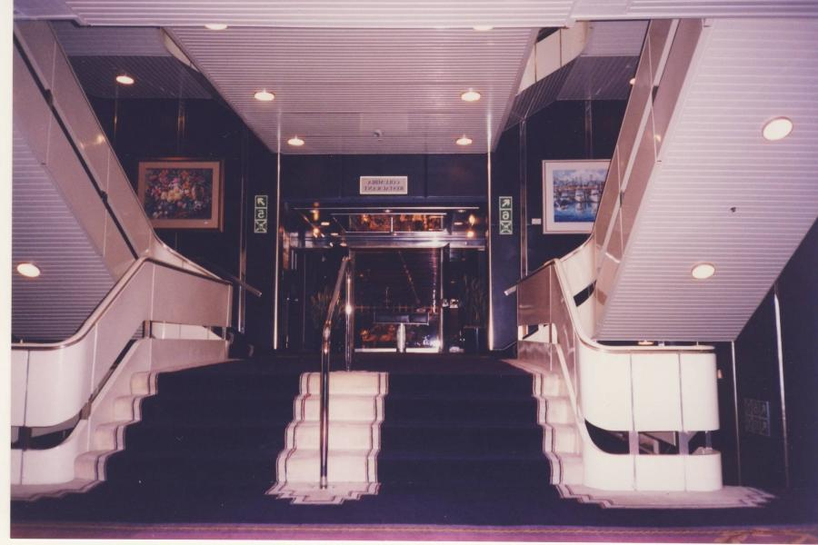 Qe2 Original Interior Photos
