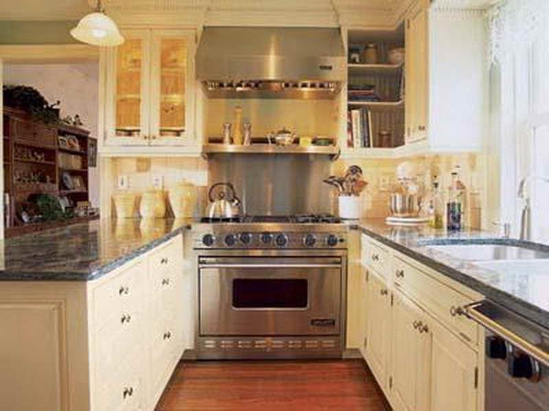 Traditional designed kitchen photos for Traditional galley kitchen designs
