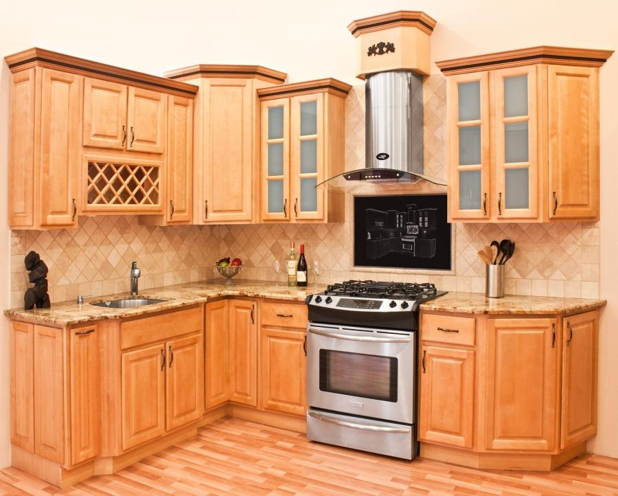 Photos kitchens maple cabinets for Birch kitchen cabinets pros and cons