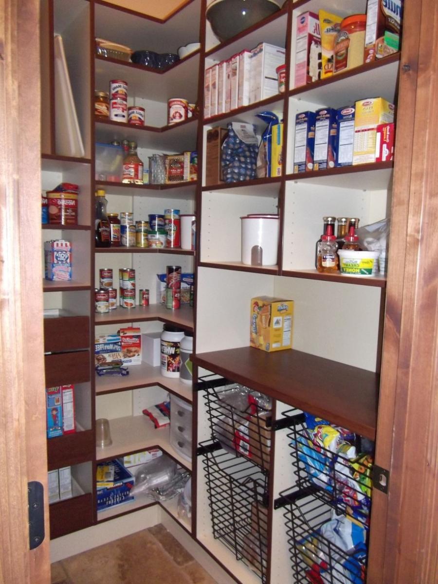 Walk in kitchen pantry photos for Kitchen pantry photos