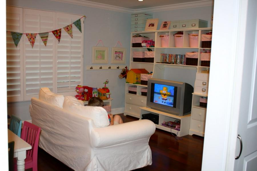 Jen did a great job wit this playroom.