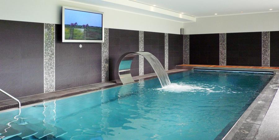 Swimming pool house photos for Indoor natatorium design and energy recycling