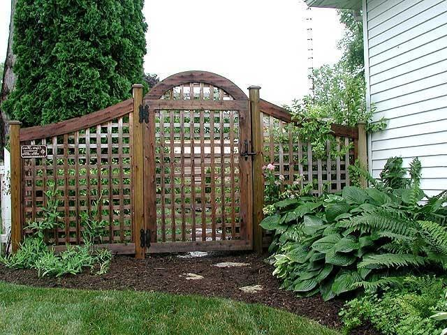 Good Neighbor®Arched Square Garden Lattice Fence And Gate