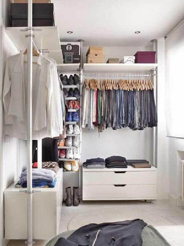 Minimalist Dressing Room Design in Small Apartment with Stylish...