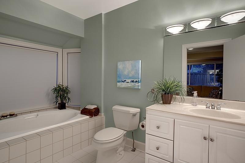 Bathroom staging photos for Furniture rental seattle