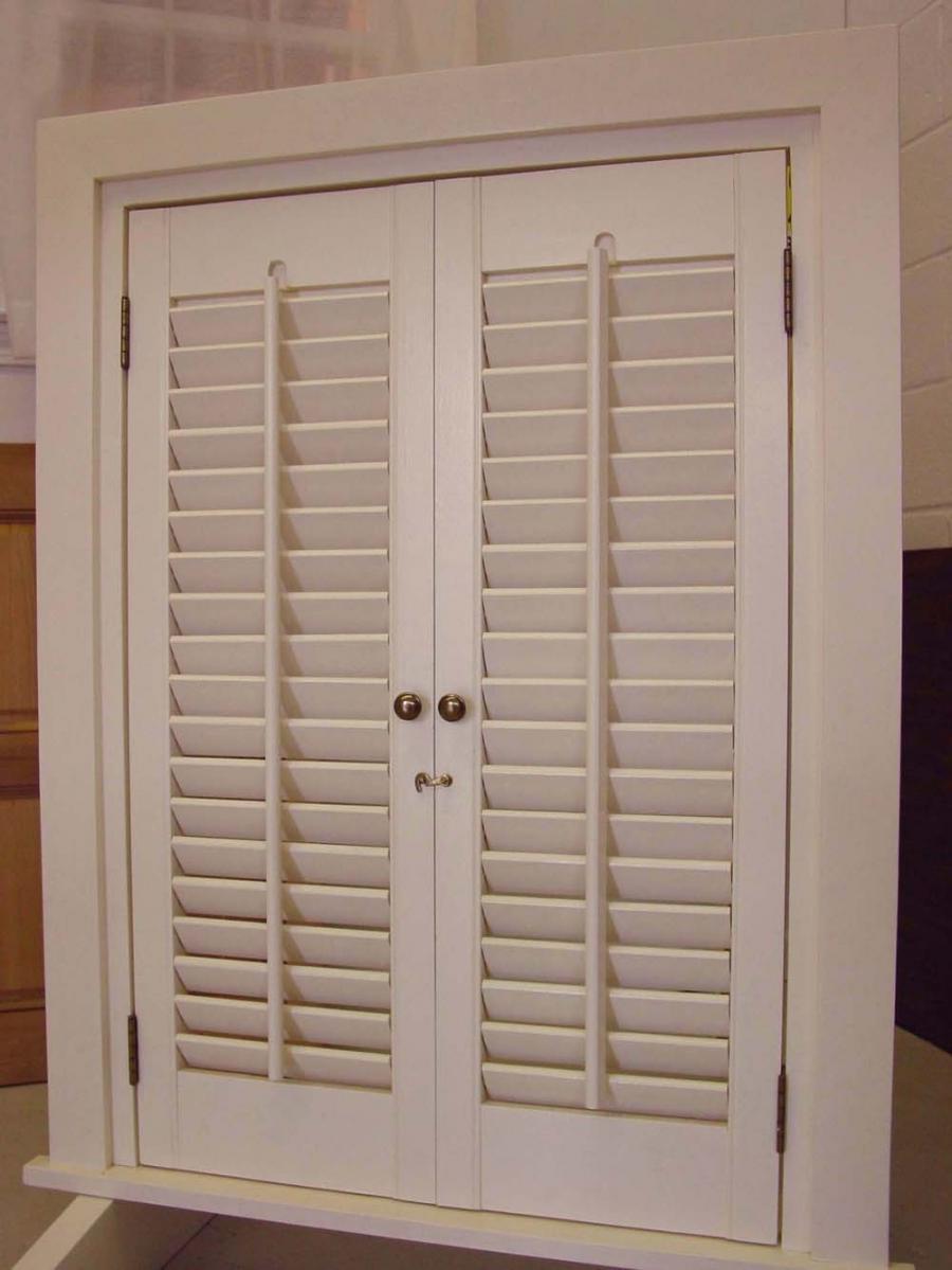Gallery interior photo shutter for Interior window shutter designs