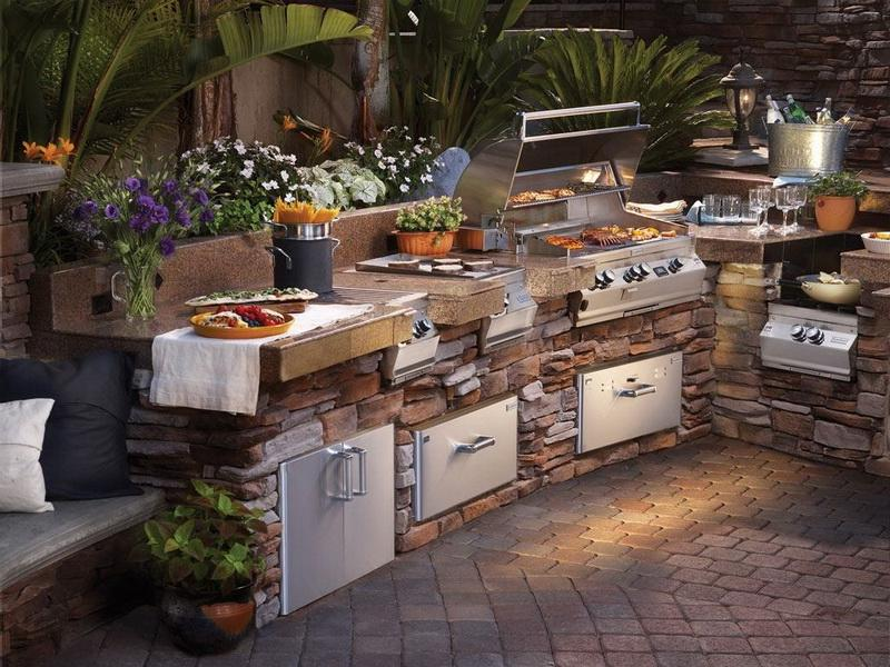 Fascinating Backyard Outdoor Kitchen Design Ideas
