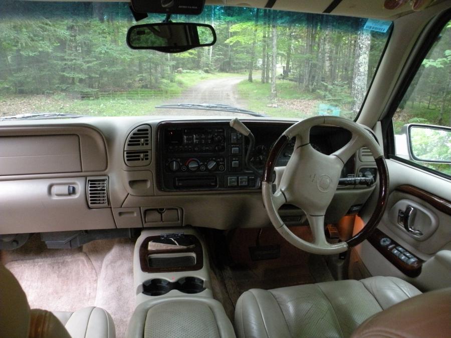 2000 Cadillac Escalade Interior Photos