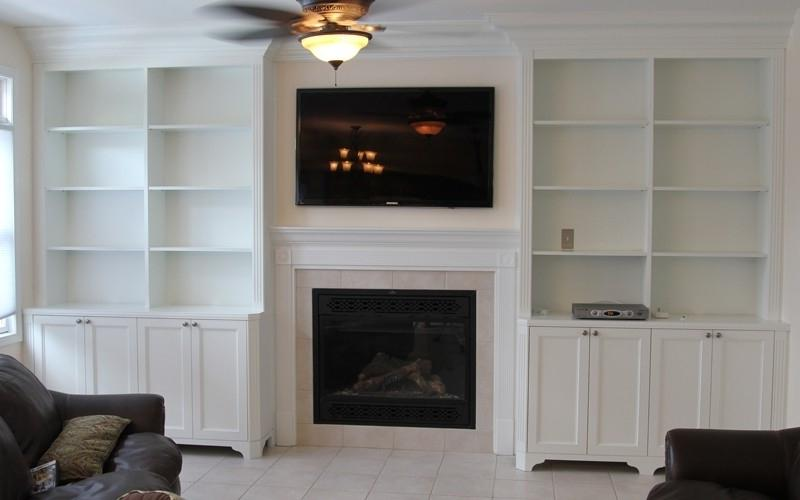 Photos bookcases around fireplaces