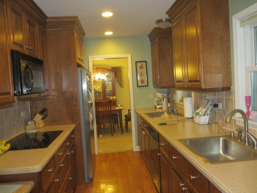 ... small kitchen cabinet design tips ...