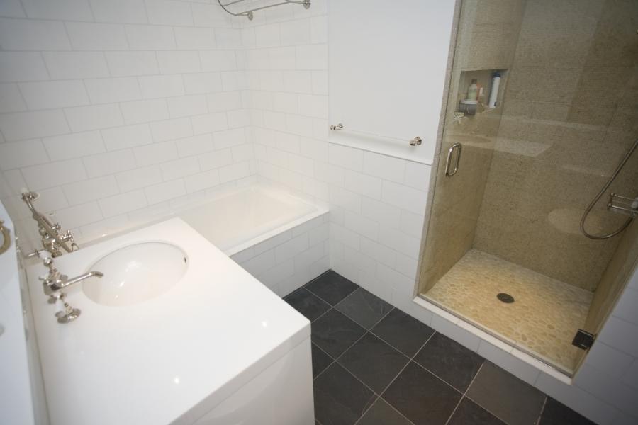 Small bathroom reno photos for Reno bathroom ideas