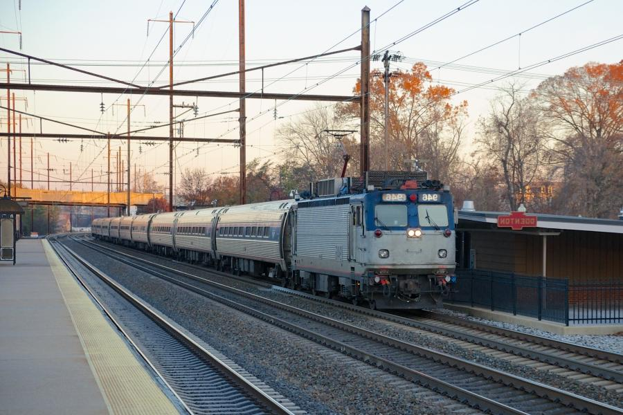 File:Amtrak Northeast Regional at Odenton.jpg