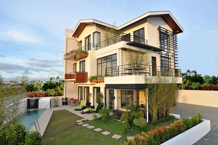House design with balcony photo for Luxury balcony design