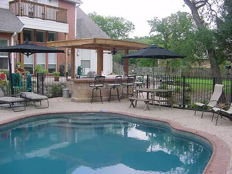 Pool and outdoor kitchen photos for Dallas outdoor kitchen designs