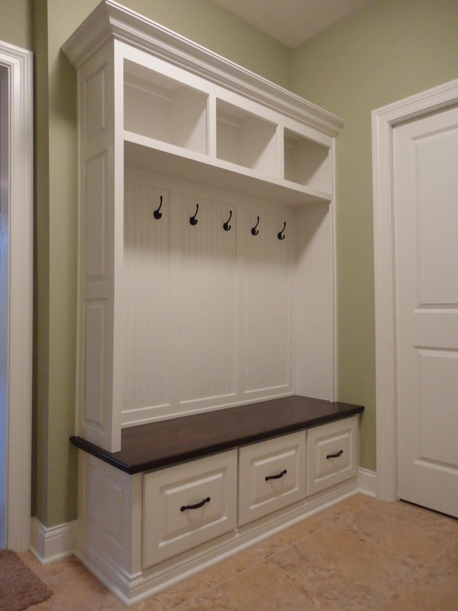Custom and modern mudroom indoor furniture : Simple Yet...