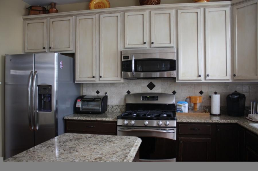Photos different kitchen cabinets for Different kitchen colors