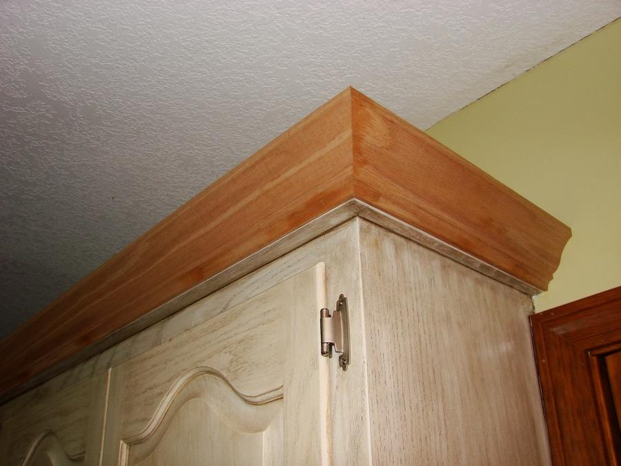 Cabinet crown molding photos for Oak crown molding for kitchen cabinets