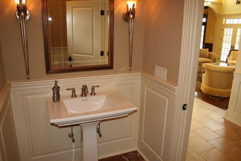 Photos of bathrooms with wainscoting for Bathrooms with wainscoting photos