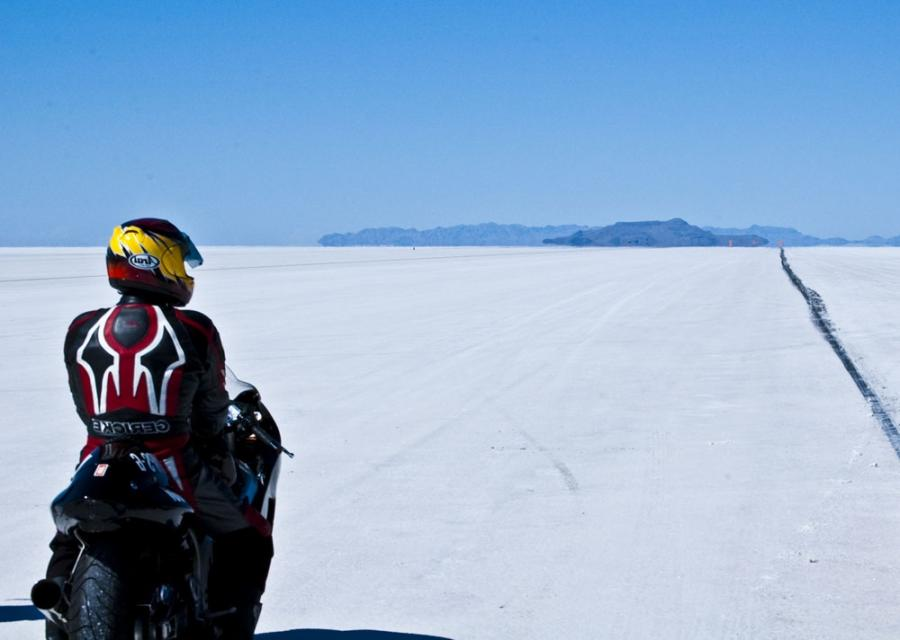 File:Suzuki Hayabusa at the Bonneville Salt Flats Speed Week.jpg