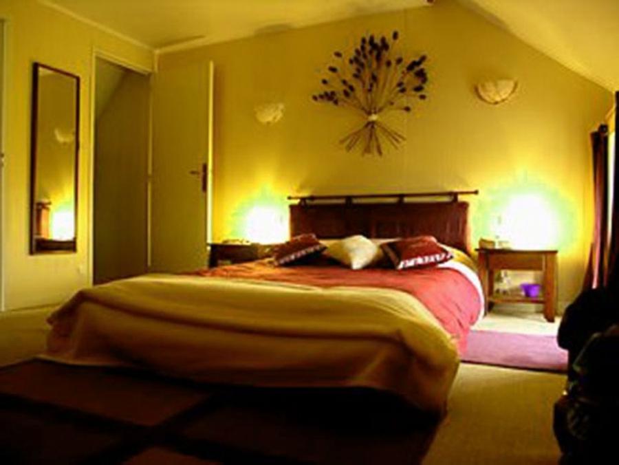 romantic bed scene photos